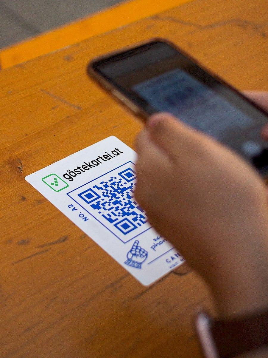 gästekartei QR-Code wird eingescannt